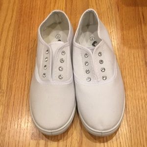 Shoes - Women's slip on tennis shoes size 7